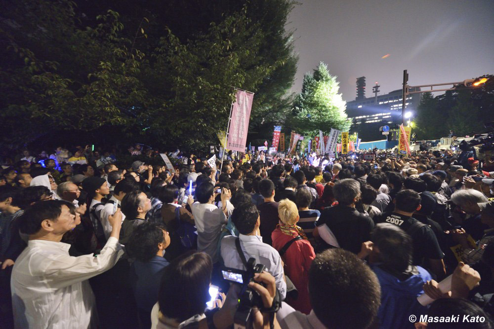 SEALDs、労働団体入り乱れて反対運動 国会前 2015年9月18日