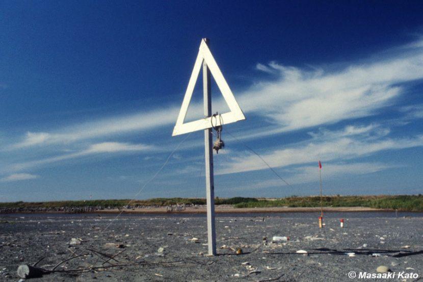 撮影:1976年8月31日 浜厚真/厚真川河口の工事用標識