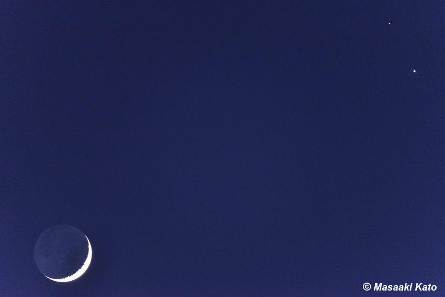 二日月(左下)、土星(右上)、木星(右) 2020年12月17日、17時10分頃撮影 足立小台駅近くの隅田川岸辺より