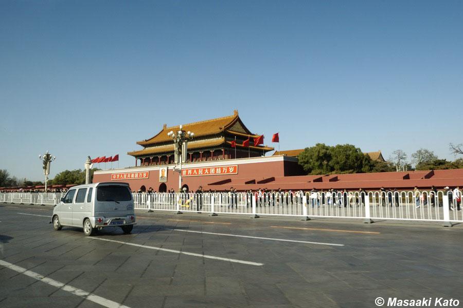 撮影:2007年11月17日 中国・北京 天安門と長安街