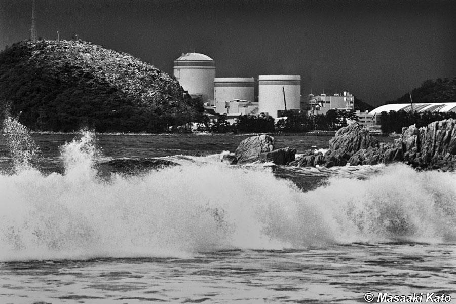 撮影:1995年1月30日 福井県美浜町 「活断層の巣の上に建つ原発」で撮影